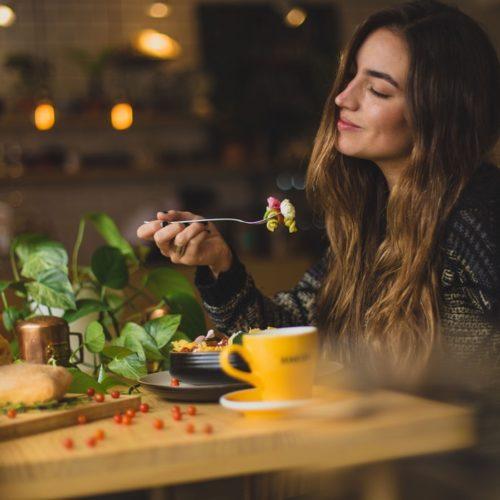 Zachowanie przy stole – sprawdź podstawowe zasady!