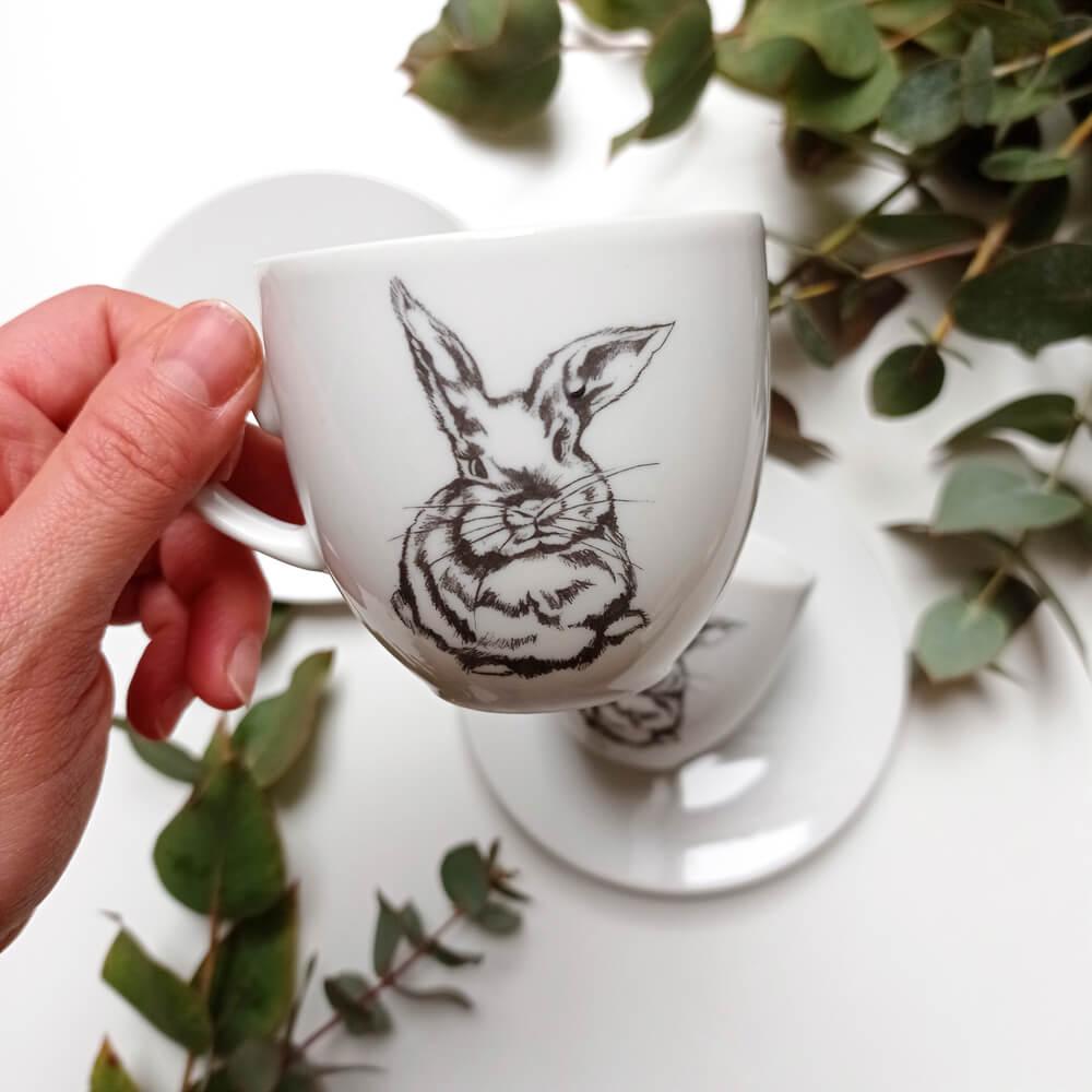 filiżanka z królikiem